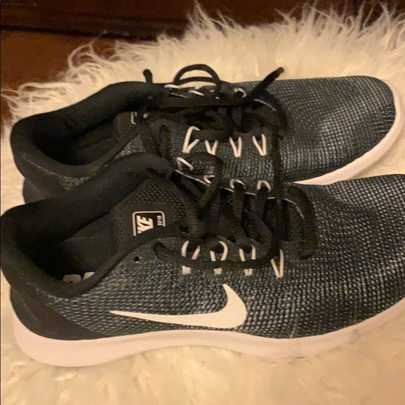 Nike Shoes - Brand new Nike Flex Running Shoes